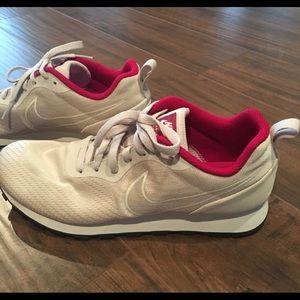 NWT Nike MD Runners 2